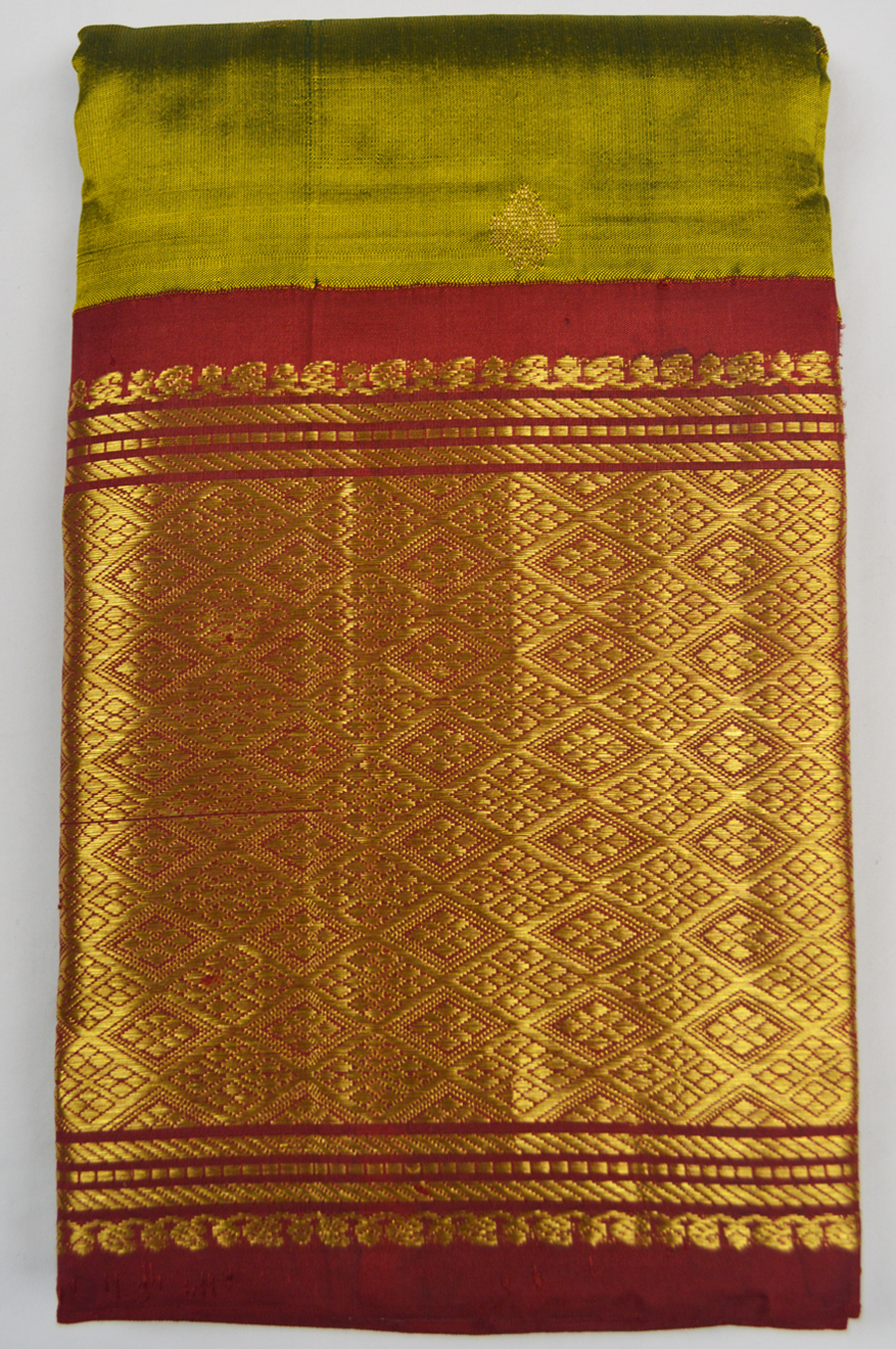 Temple Saree 4975